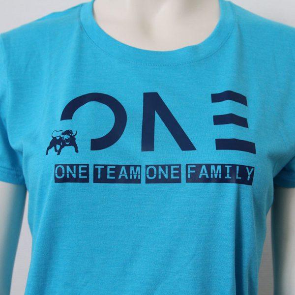 Damenshirt mit One Team one Family Aufdruck in Dunkelblau-Blau - Vorderseite | Tennis-University