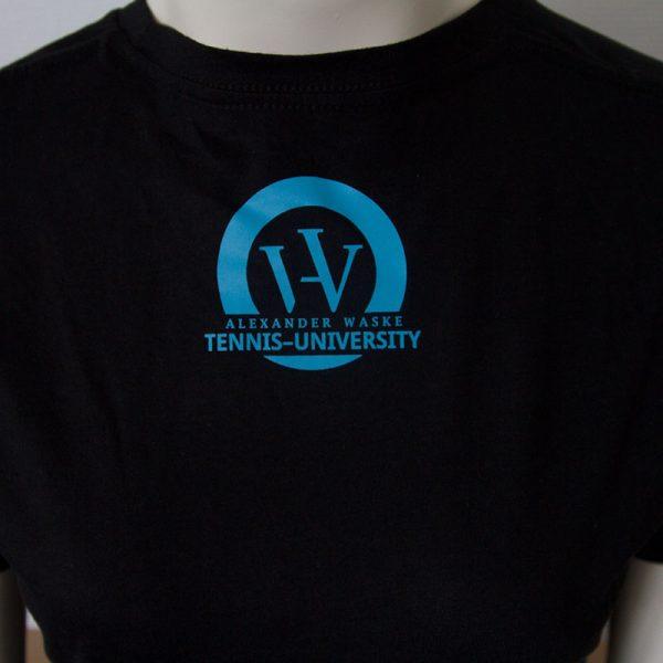 Shirt mit One Team one Family Aufdruck in Dunkelblau - Rueckseite | Tennis-University