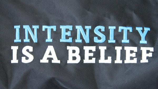 Trainingstasche Intensity is a belief Slogan   Tennis-University